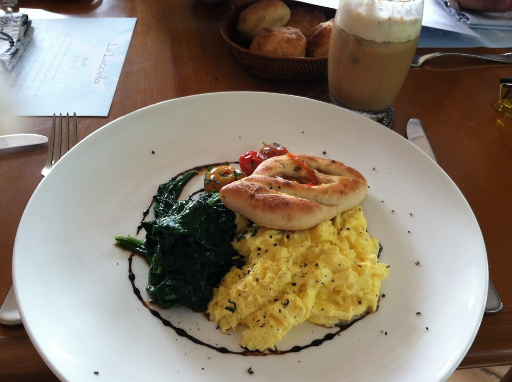 Having brunch at La Lucciola, while enjoying the view of the ocean. ~in Seminyak, Bali - Indonesia~