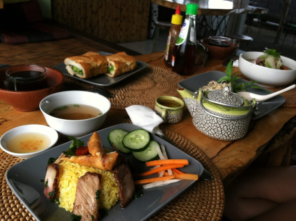 Having lunch with some fellow teachers at Xich Lo Warung. ~in Kerobokan, Bali - Indonesia~