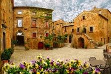 http://www.loggedelperugino.com/3-en-243771-civita-di-bagnoregio-the-dying-city.php